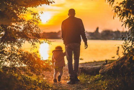 man-walking-with-toddler-parental-alienation